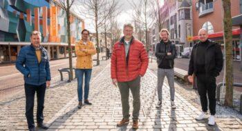 Digitale Helderse winkelstad stap dichterbij